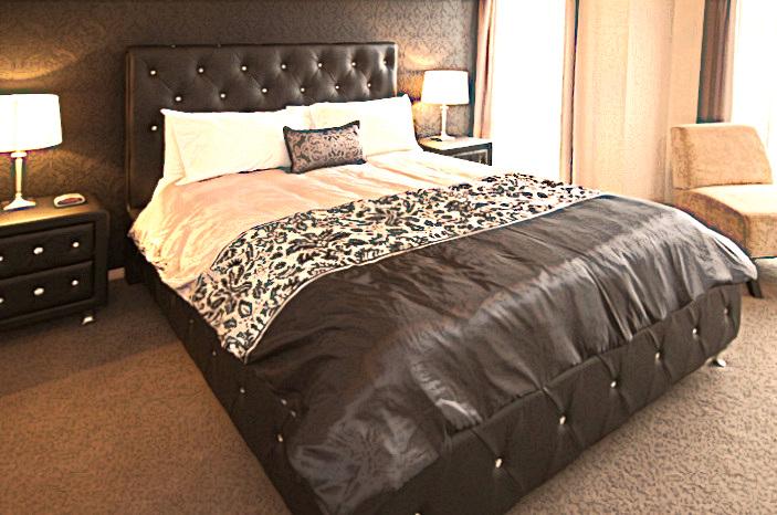 Casavino Master Bedroom - Merlot